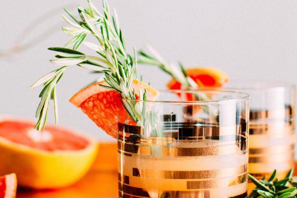 Toto sú svadobné cocktailové trendy 2019