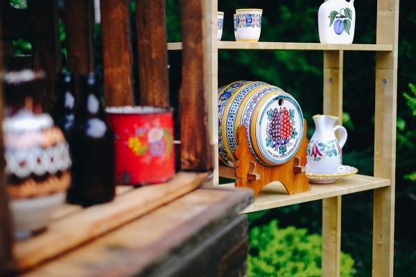 Slovenský bar - modranská keramika